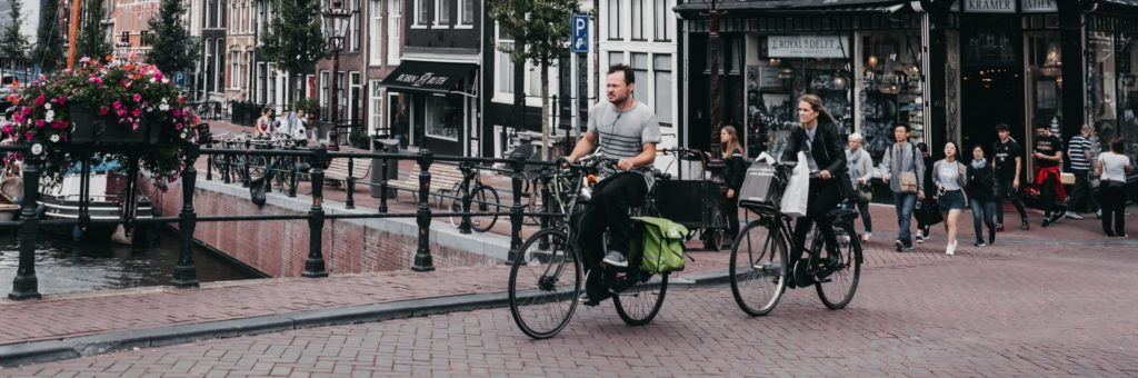 Zwei Radfahrer in den Niederlanden