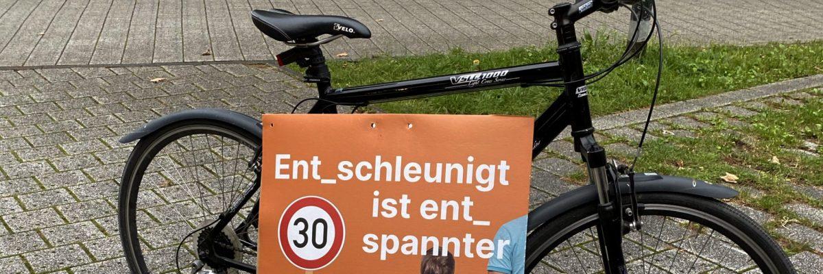 Fahrrad mit Wahlkampfplakat