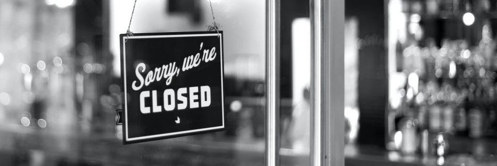 "Schild ""Sorry, we're closed"""